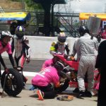 15周目、最初のピットインでライダーは岩田選手から小山選手へ