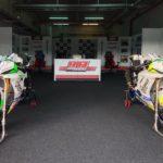 🇪🇸 Así han quedado las #Yamaha Esperando poder salir a la última tanda del día. ⛈⚡️